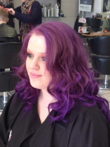 colou-snapped-in-salon-2