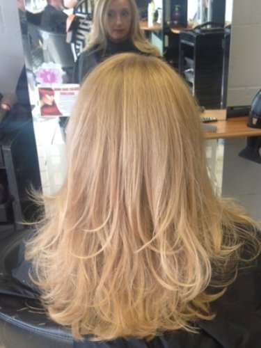 long-hair-snapped-in-salon-2psd