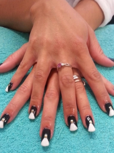 nails-hair-snapped-in-salon-2psd