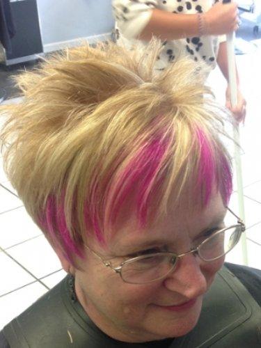 short-hair-snapped-in-salon-2psd