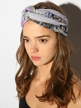 hair-accessories-tied-around-hair-trends